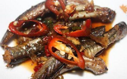 Thưởng thức món cá kèo kho sả khi đến đất mũi Cà Mau