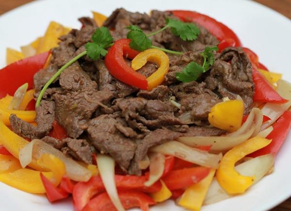 Cơm thịt bò xào ớt chuông 8