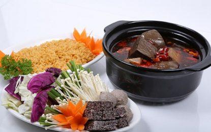 Ăn thử món lẩu tôm chua cay đúng điệu tại Sài Gòn