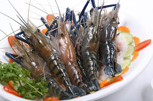thuong-thuc-lau-tom-chua-cay-2
