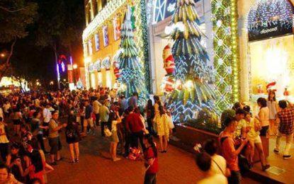 """Đêm Noel Sài Gòn: Đi chơi, chụp ảnh """"tự sướng"""" ở đâu?"""