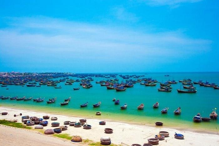 3-du-lich-bien-Phan-Thiet-nho-ghe-6-bai-tam-dep-khong-goc-chet