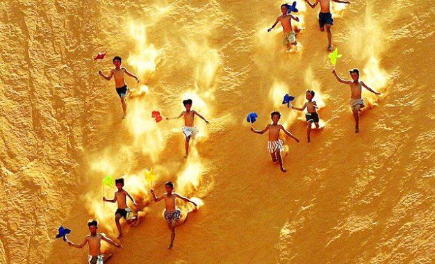 Xả stress với trải nghiệm trượt cát Mũi Né đã chơi là nghiền