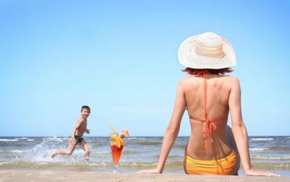 Nắm tay tận hưởng những trải nghiệm tại bãi biển Cam Bình LaGi nào