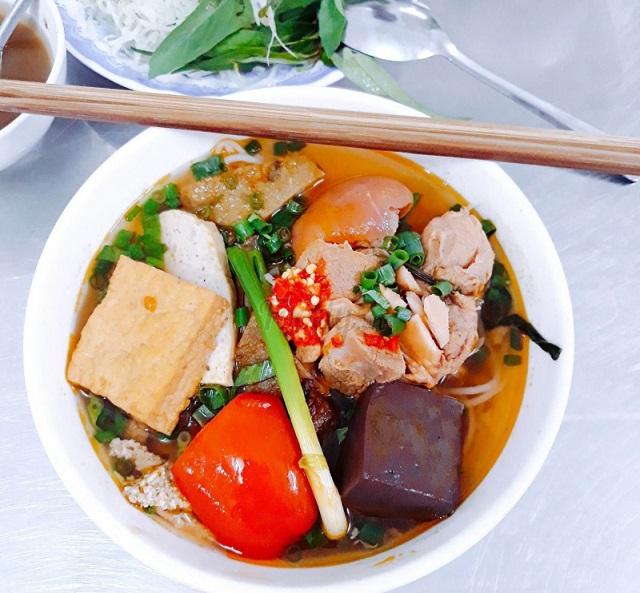 2-pho-an-dem-do-chieu-vung-tau-noi-an-uong-tha-ga-tai-pho-bien
